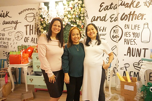 The admins of MBP - (L-R) Mommy Louisa, Lanie, and Joy