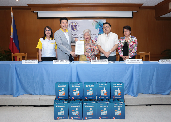 (From left) Lamoiyan Corporation Marketing Director Bing Cavestany, Lamoiyan Corporation Vice President and COO Joel Conrad Pedro, DepEd Secretary Leonor Briones, DepEd Undersecretary for Partnerships and External Linkages Atty. Tonisito Umali, and Director IV of the DepEd External Partnerships Service Margarita Ballesteros