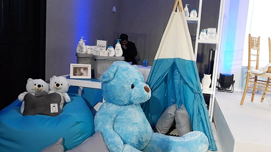 Super cute Baby Dove installations in baby blue, white and gray theme for the event.